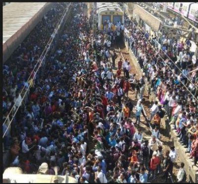 Pulwama Terror attack: Protesters blocked the railway tracks In Maharastra