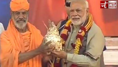 Watch Live Bahubali Maha-Masthak-Abhisheka Mahotsava :Swami Charukiriti Bhattarak felicitates PM Modi