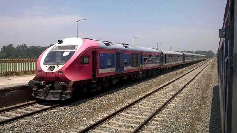 भारतीय रेलवे ने टिकट बुकिंग काउंटरों में भीड़ से बचने के लिए शुरू की ये सुविधा
