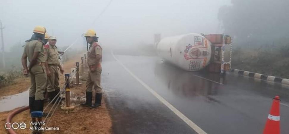गंजाम में एनएच-16 पर पलटा गैस टैंकर, यातायात हुआ बाधित