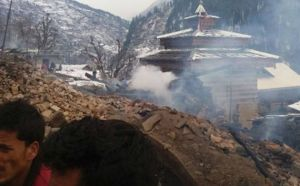 Massive fire breaks out in Shimla's Rohru area