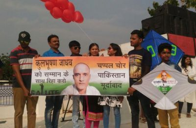Kites with messages 'Chappal Chor Pakistan' on the lookout for Jadhav's freedom flown in Vadodara