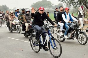 """""""SON""""RISE IN SP: Akhilesh gets """"Cycle"""", party name"""