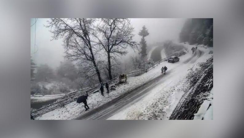 जम्मू-श्रीनगर राष्ट्रीय राजमार्ग बर्फ के कारण हुए जाम