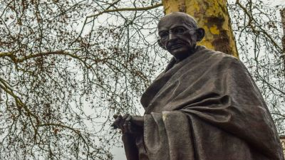 Workers of Hindu Mahasabha fired at the statue of Mahatma Gandhi, case registered