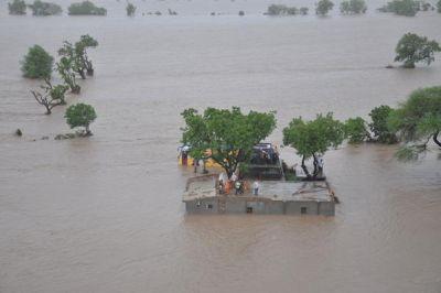 Menacing floods in Gujarat, 29 deaths so far, heavy rain warnings