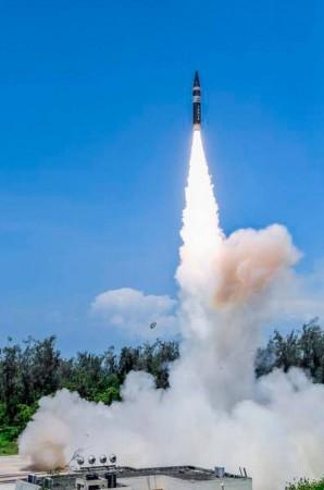 मध्यम दूरी की सतह से हवा में मारने वाली मिसाइल को BDL में दिखाई हरी झंडी