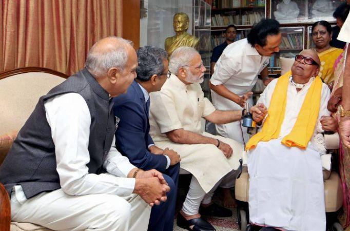 Karunanidhi's health worsened, many big leaders visit him