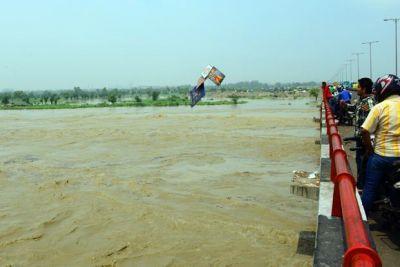 Flood warning in Delhi, water reaches danger mark