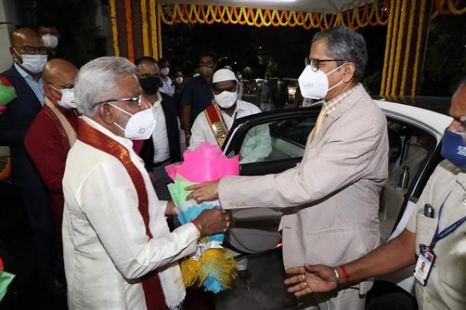 भारत के मुख्य न्यायाधीश एनवी रमण ने तिरुमाला मंदिर का किया दौरा