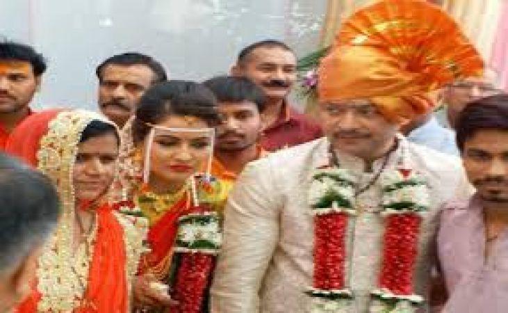 Bhaiyuji Maharaj shoots himself: Here are some Bollywood links