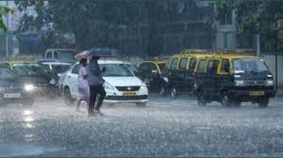Light to moderate rain lashes different parts of Mumbai, Thane