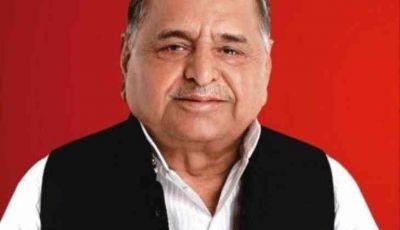 Samajwadi Party chief Mulayam Singh Yadav met rape accused Gayatri Prajapati