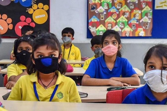 बाल संरक्षण के लिए केरल के सरकारी स्कूलों में लागू हुआ सेनिटाइज़र बूथ सिस्टम