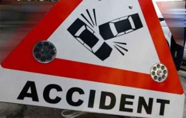 भिंड: अज्ञात वाहन ने वैन को मारी टक्कर, 4 लोगों की मौत
