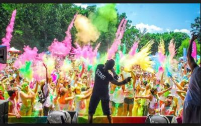 By this way, Holi festival is being celebrated in Delhi