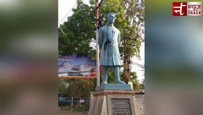 Statue vandalism row: Black ink thrown at a statue of Jawaharlal Nehru