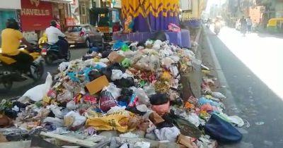 Bangalore metro pillars turned into new dumping points