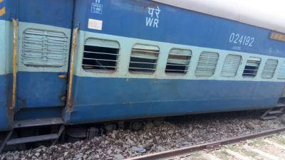 13 coaches of Tapti Ganga express derail in Bihar,4 injured