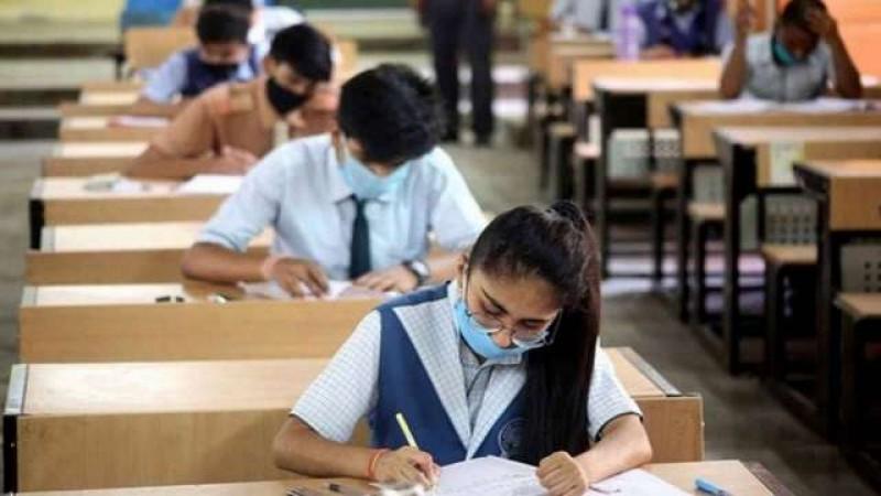 इस महीने के लिए निर्धारित सभी ऑफलाइन परीक्षाओं को करें स्थगित: शिक्षा मंत्रालय