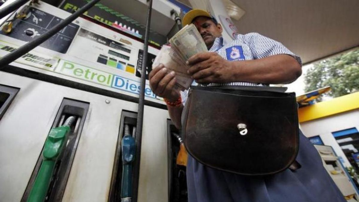 Fuel station in Madhya Pradesh is giving Rs 2 off on petrol due to this reason