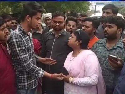 BJP leader 'punishes' Muslim boy for wearing 'kalava',