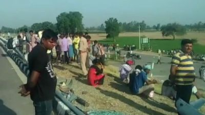 5 dead, 30 injured in bus accident on Lucknow-Agra expressway