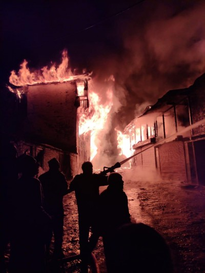 A Lamp burnt five houses in the accident, no casualties reported