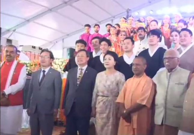 CM Yogi Adityanath South Korean first lady Kim-Jung Sook inaugurates  grand  'Deepotsav' in Ayodhya