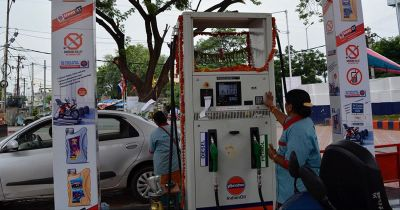 Fuel price drops again, petrol costs Rs. 77.73 and diesel slashes to 72.46 in Delhi
