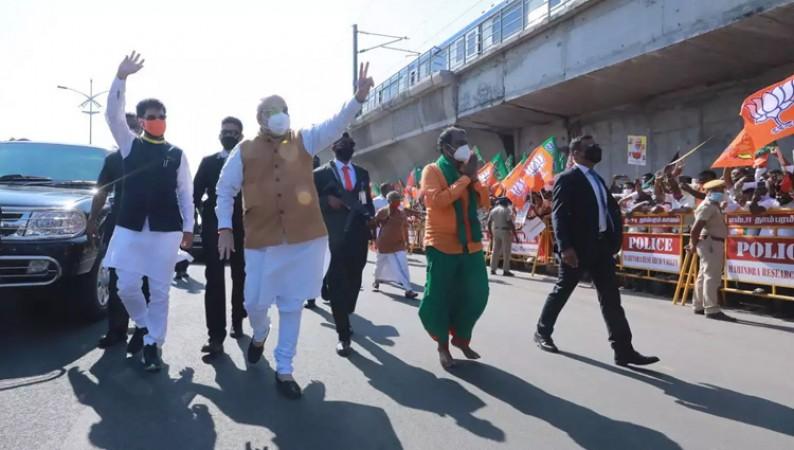 शाह ने चेन्नई रोड पर किया समर्थकों का धन्यवाद