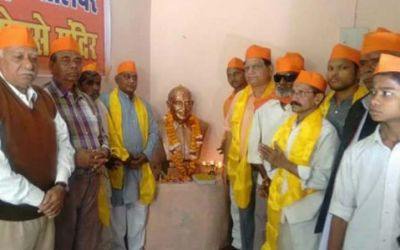 A statue of Nathuram Godse detached by the Hindu Mahasabha, as  Congress  pressured