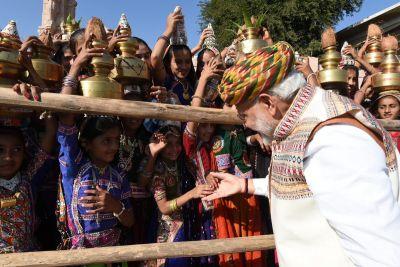 PM Modi criticized Rahul Gandhi over 'Hugplomacy' tweet