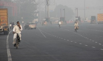 Heavy haze affects Delhi, air quality slips into 'very poor'
