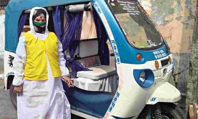 केरल और पश्चिम बंगाल के गुमनाम कोरोना योद्धा, ऑटो चालक