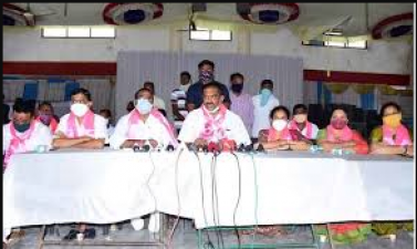 Dubbaka elections political chaos, TRS encourages BJP to open debate