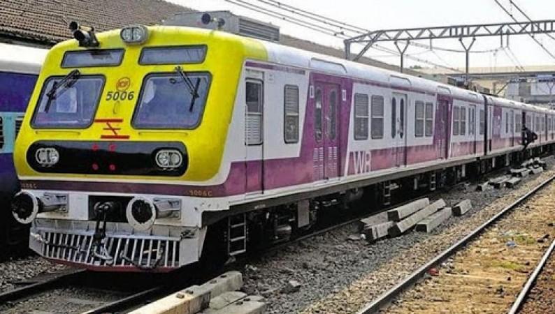 पश्चिम रेलवे ने मुंबई में महिलाओं यात्रियों को दी लोकल ट्रेनों में यात्रा की अनुमति
