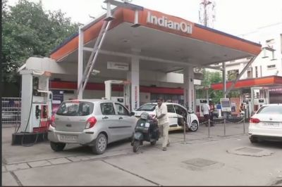 Petrol pumps in Delhi to remain shut today in protest against Kejariwal's refusal to cut VAT on fuel