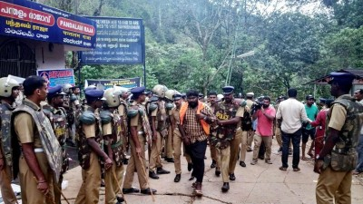 Kerala Cops charge protestors for outraging Covid norms