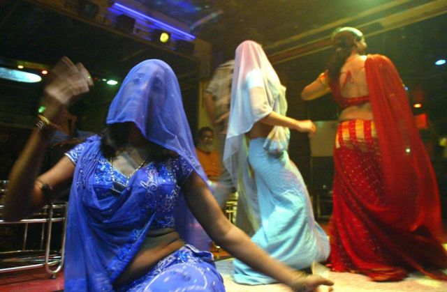 महाराष्ट्र में बार डांसरों के मामले में सुप्रीम कोर्ट करेगी आज सुनवाई
