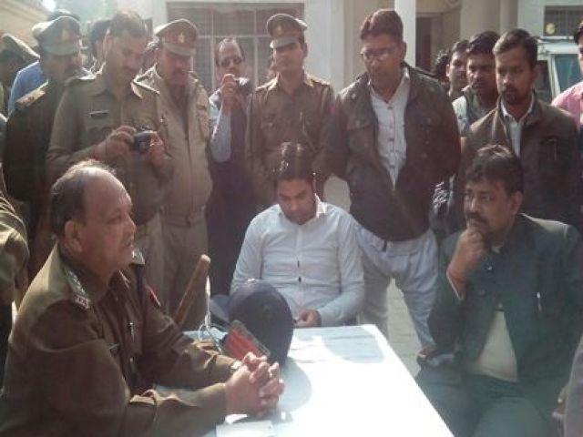 फेसबुक पर आजम खान पर कमेंट करना छात्र को पड़ा भारी