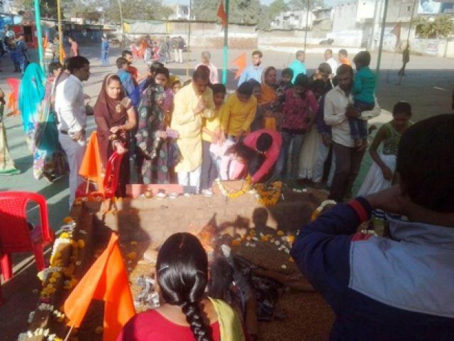 छावनी में तब्दील धार, भोजशाला के बाहर यज्ञ के साथ पूजा प्रारंभ