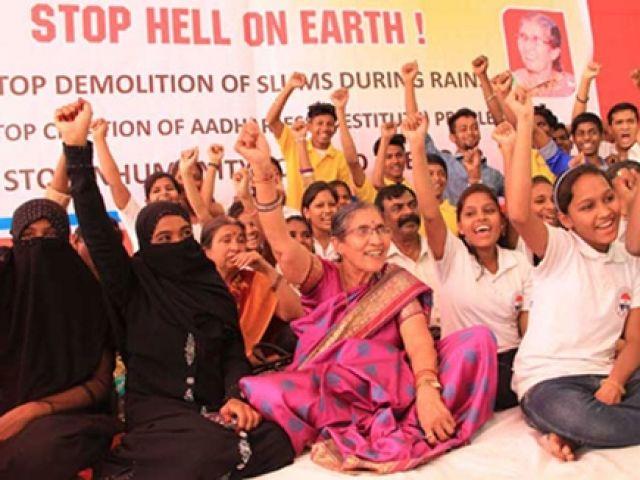 भूख हड़ताल पर बैठी PM मोदी की पत्नी, सकते में आया प्रशासन