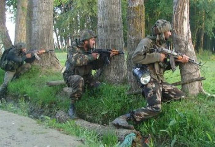 आतंकियों और सैनिकों के बीच हुई मुठभेड़