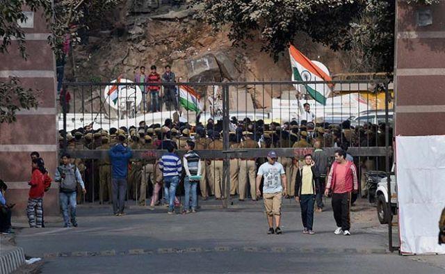 JNU विवाद : दिल्ली पुलिस ने की बिहार, UP और J-K में छापेमार कार्रवाई