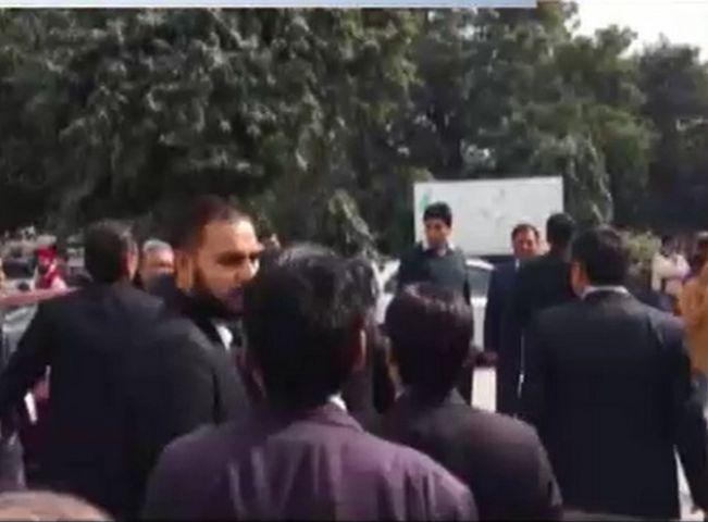 गहराया JNU विवाद, सुप्रीम कोर्ट में सुनवाई के दौरान वकीलों ने लगाए नारे