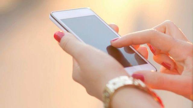 प्रधानमंत्री के गृह जिले के गांव का तुगलकी फरमान, लड़कियों को मोबाइल की क्या जरुरत