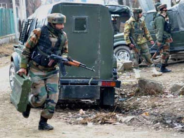 जम्मू - कश्मीर: इंस्टीट्युट में घुसे आतंकी, दो जवान शहीद, 11 घायल
