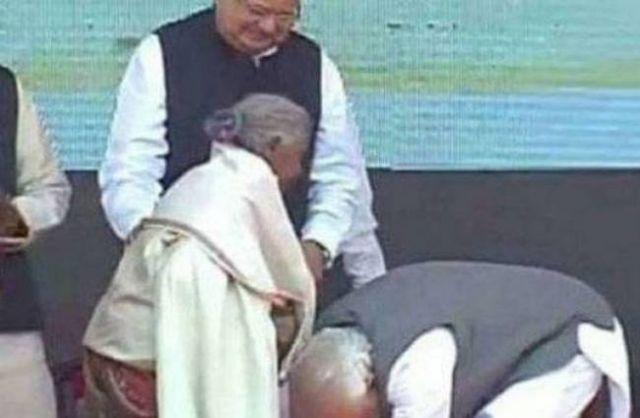 मोदी ने छुए कुंवर बाई के पैर, मीडिया से कहा आप इन्हें जरुर कवर करे