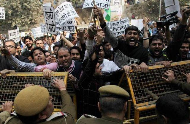 जेएनयु विवाद : वंदेमातरम्' और जन गण मन को लेकर बीजेपी नेता ने दिया यह बयान